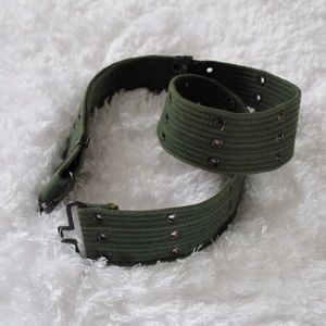 VINTAGE AMRY GREEN CANVAS BELT